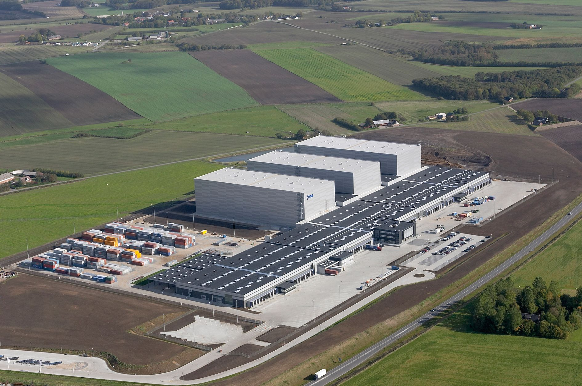 Skandinaviens største lager – JYSKs distributionscenter i Uldum – åbner i år. Det har kostet 750 mio. kr. – matrikelarealet svarer til 48 fodboldbaner. Akkreditering: JW luftfoto.