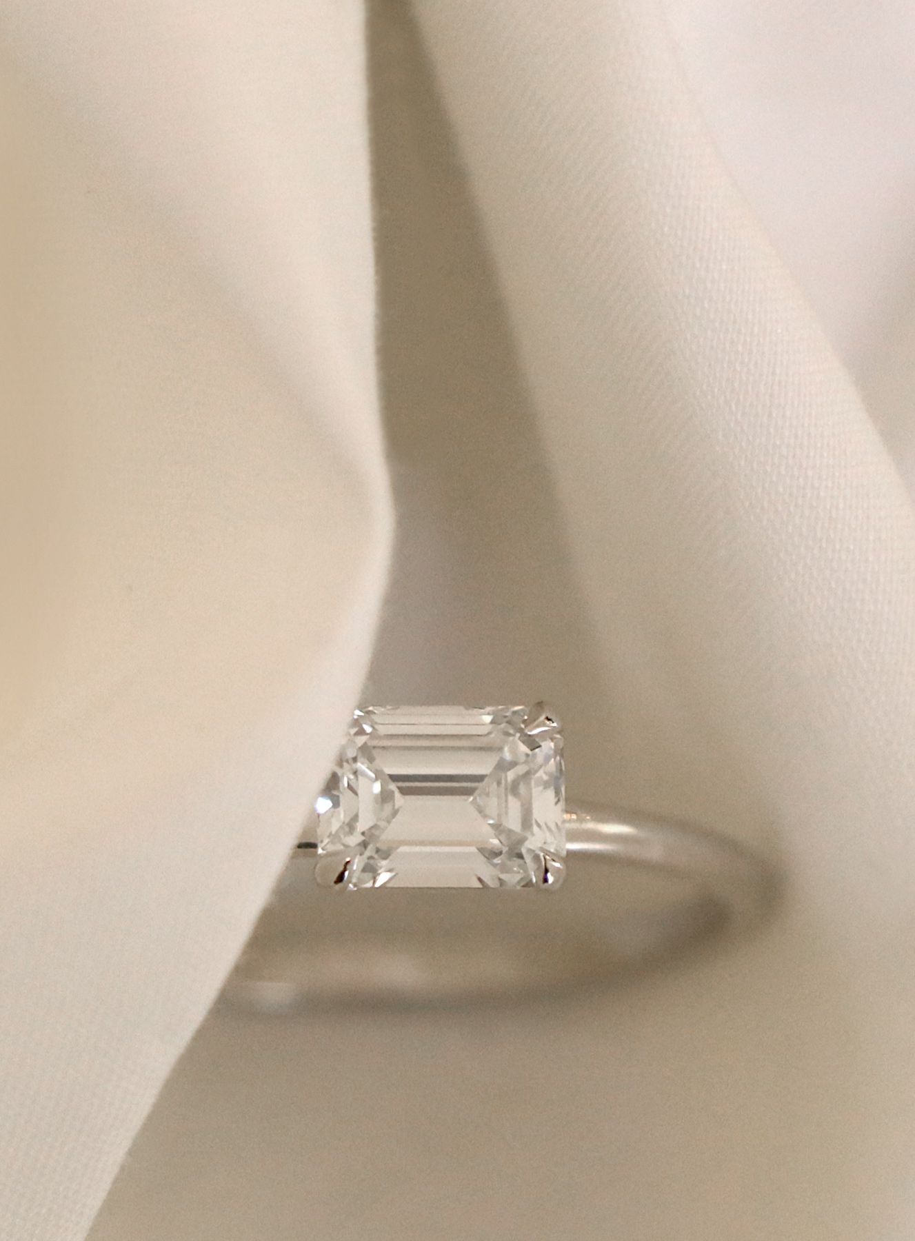 Vow Vrai Oro Wedding Emerald Cut Diamond Engagement Ring 18k White Gold Conflict Free