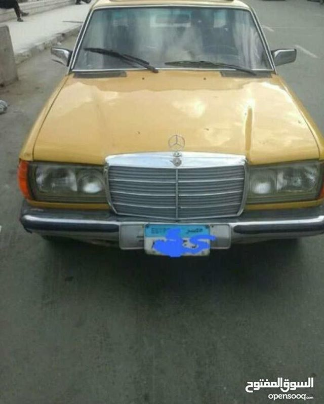 مرسيدس كلاسيكية موديل 1980 للبيع للتفاصيل اتصلوا على الرقم 01149491734 للمزيد من الإعلانات والعروض المميزة تصفحوا الموقع أو حم لوا التطبيق الرابط في Vehicles