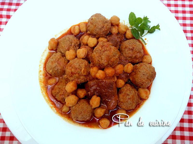 Mtewem sauce rouge-tajine boulettes de viande à l'ail