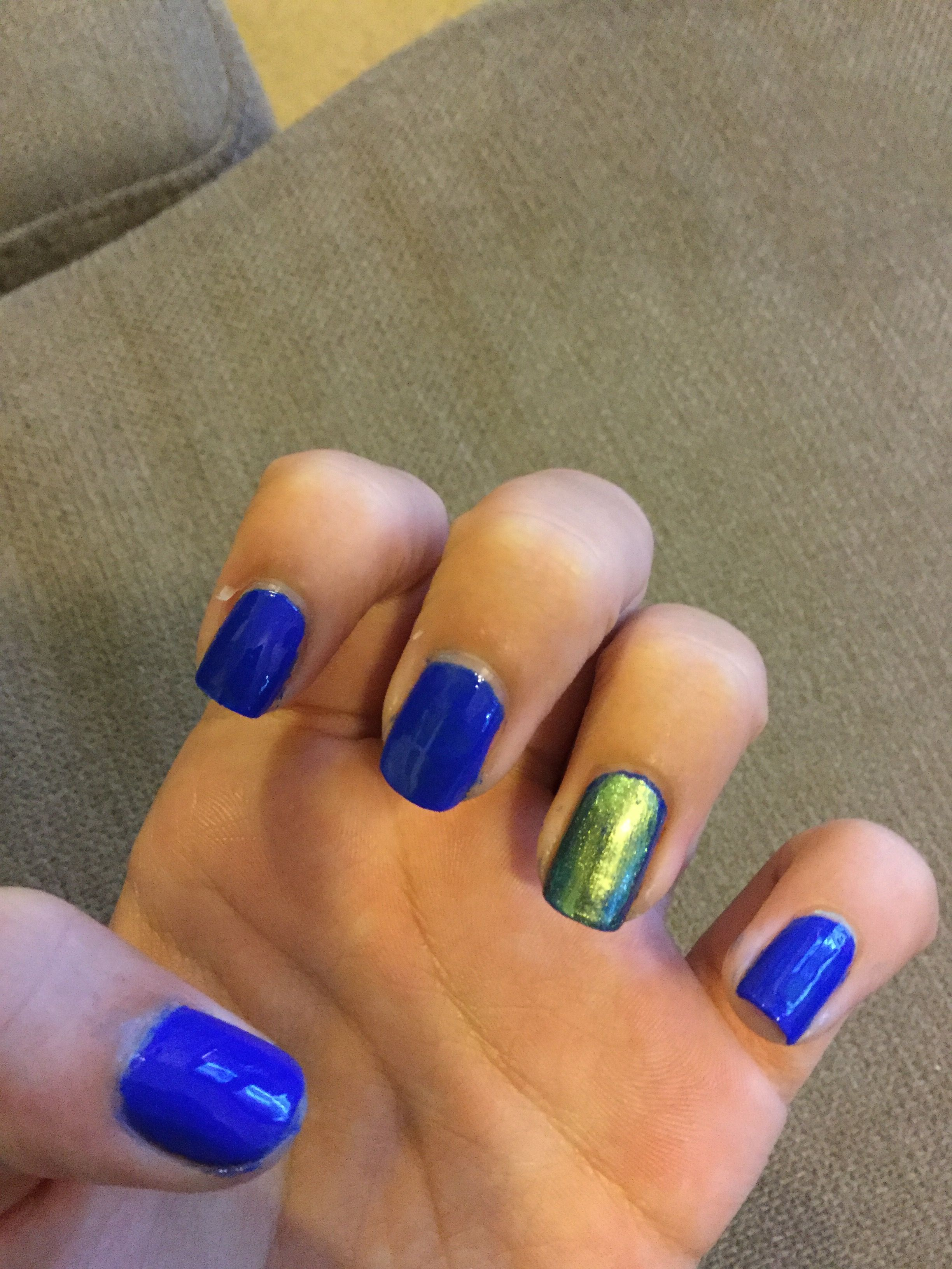 Nails dark blue and Kyle Jenner metallic 😝😘