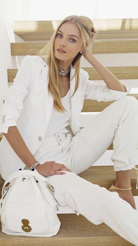 O blazer feminino é uma das peças básicas e indispensáveis que fazem toda a  diferença no guarda roupa de uma mulher. Devido a ser uma peça versátil bdc1747ad00