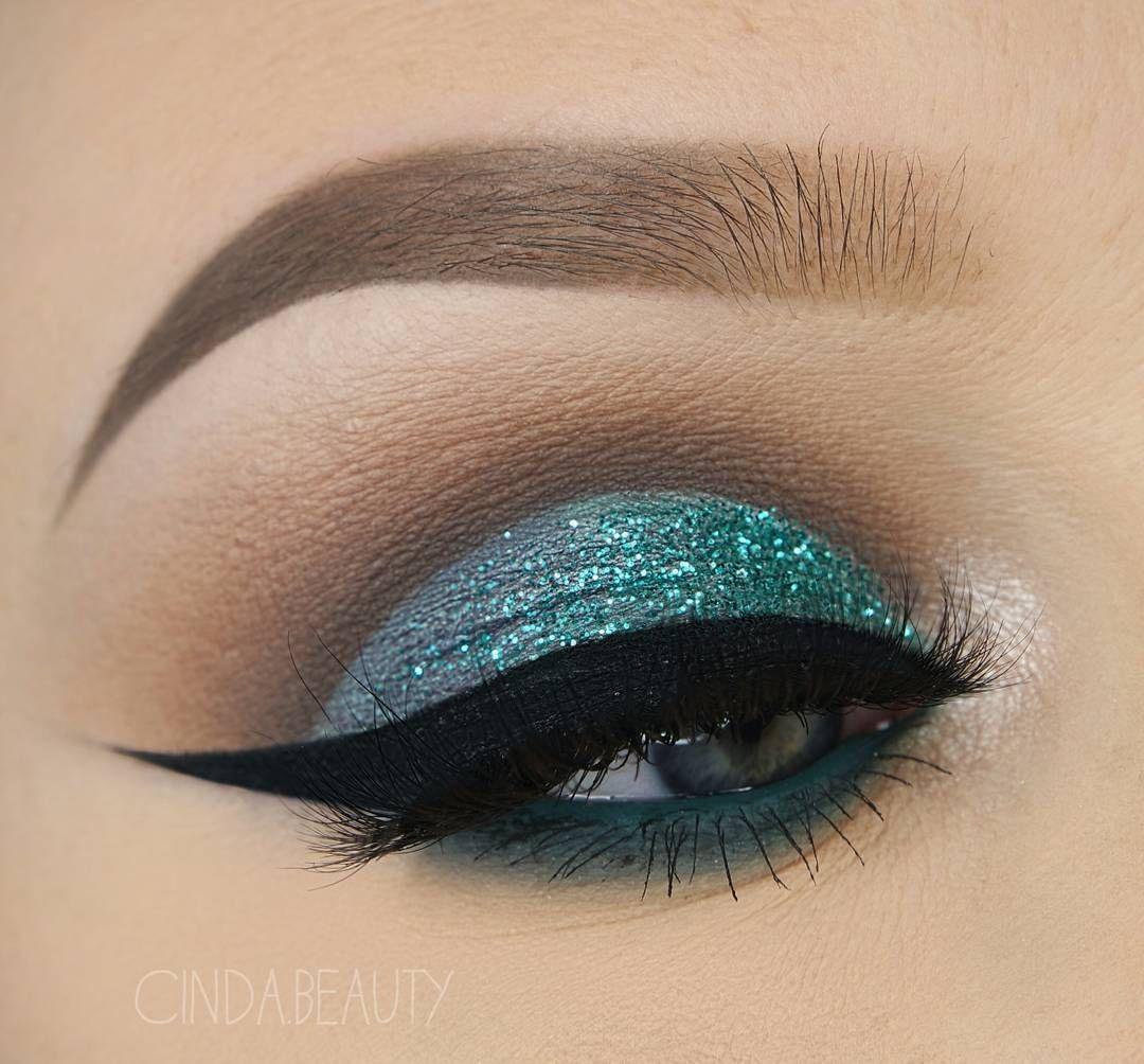 Teal glitter eye makeup