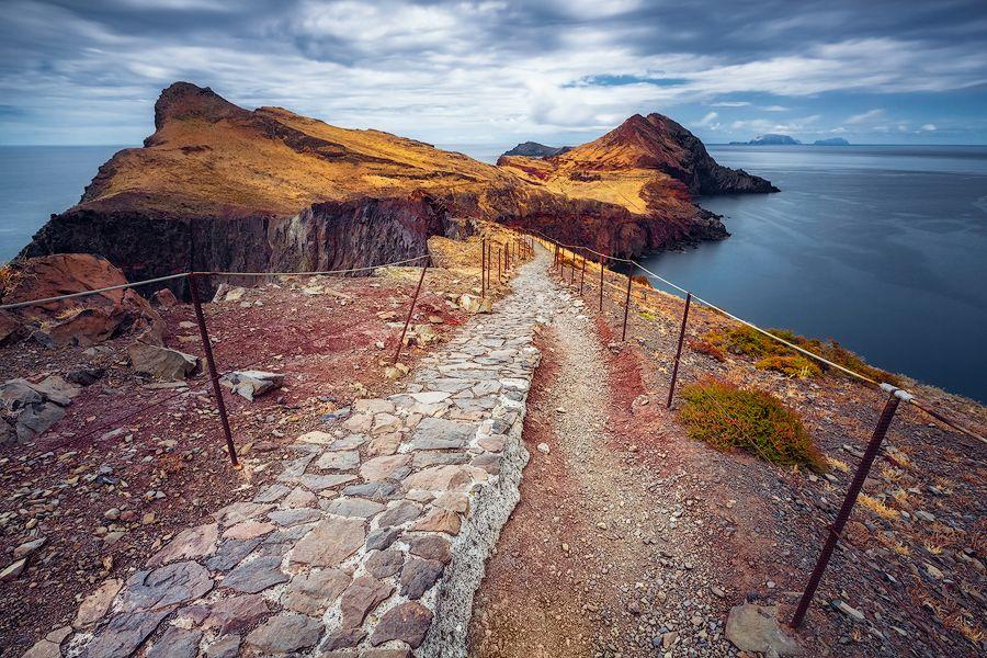 © Dirk Wiemer - www.dirkwiemer.de - Schmaler Pfad (Ponta de São Lourenço / Madeira) - Atlantik, Felsen, Küste, Madeira, Ponta de São Lourenço, Steilküste, Wolken