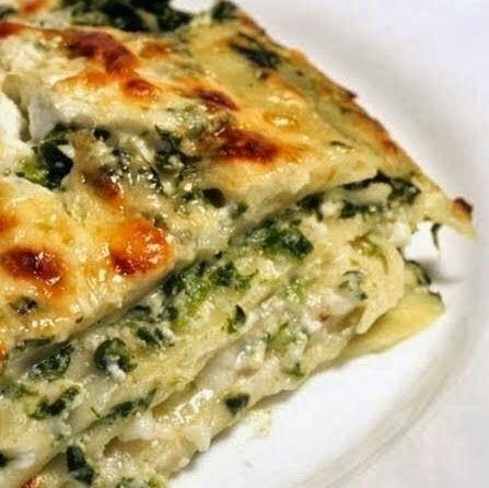 Spinach, Ricotta & Pesto Lasagna - A delicious and cheesy vegetarian lasagna!