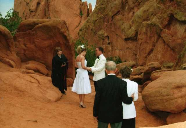 Small wedding at Garden of the Gods in Colorado Springs | Elope in ...