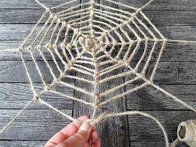 Gartendeko mit Kindern basteln - DIY für ein Spinnennetz aus Ästen