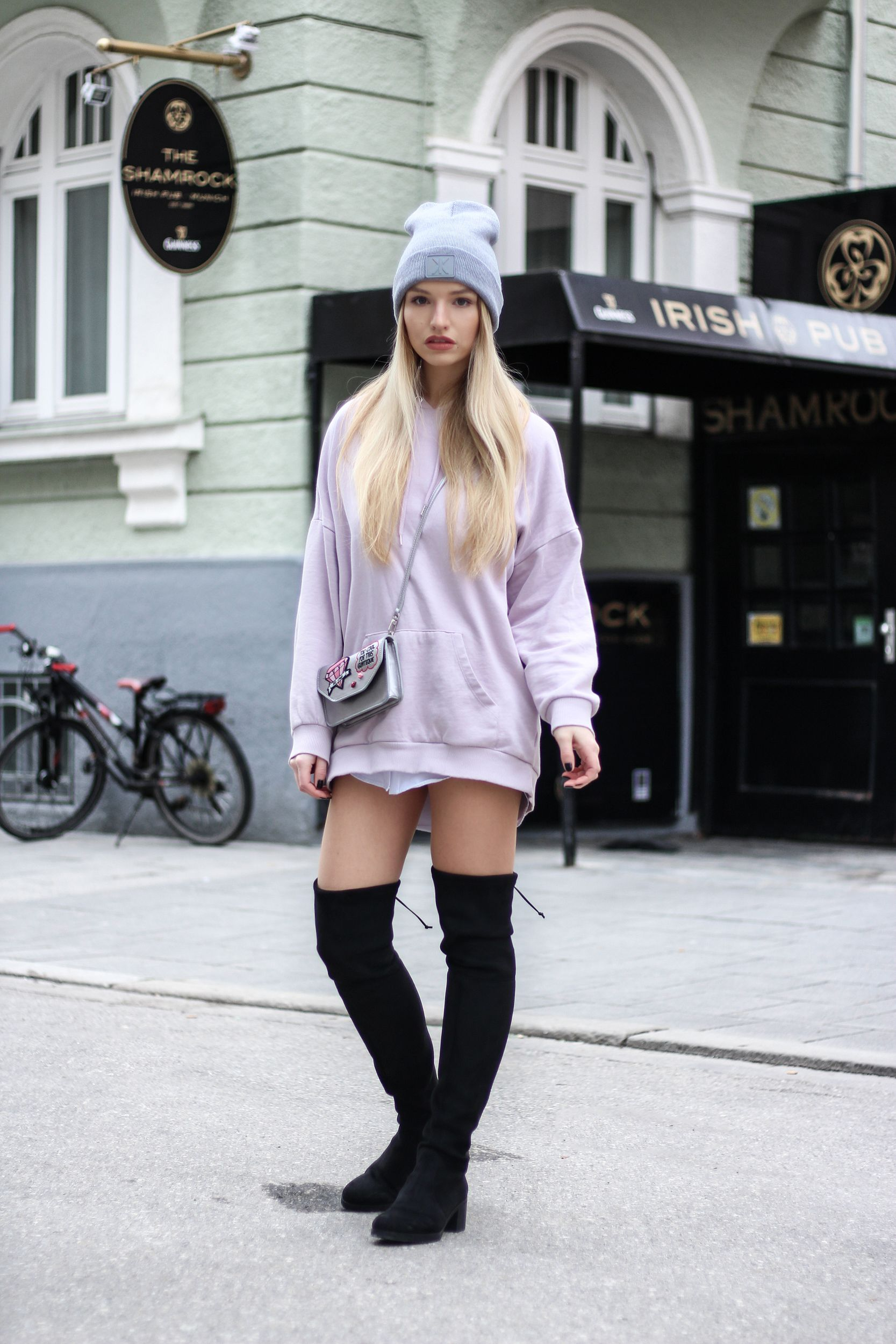 ... look outfit sexy high heels legs woman girl babe wear wearing otk knee  thigh boots Outfit  Overknee Stiefel und Oversize Hoodie – Modeblog aus  München 9145c23595