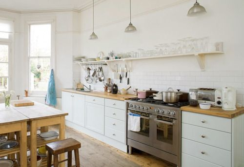 Amazing spacious white and wood kitchen jamie oliver for Jamie oliver style kitchen design