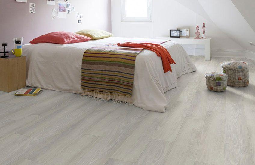 Vinyl Vloer Kleuren : Door de mooie langgerekte jaarringen in deze pvc vloer lijkt de