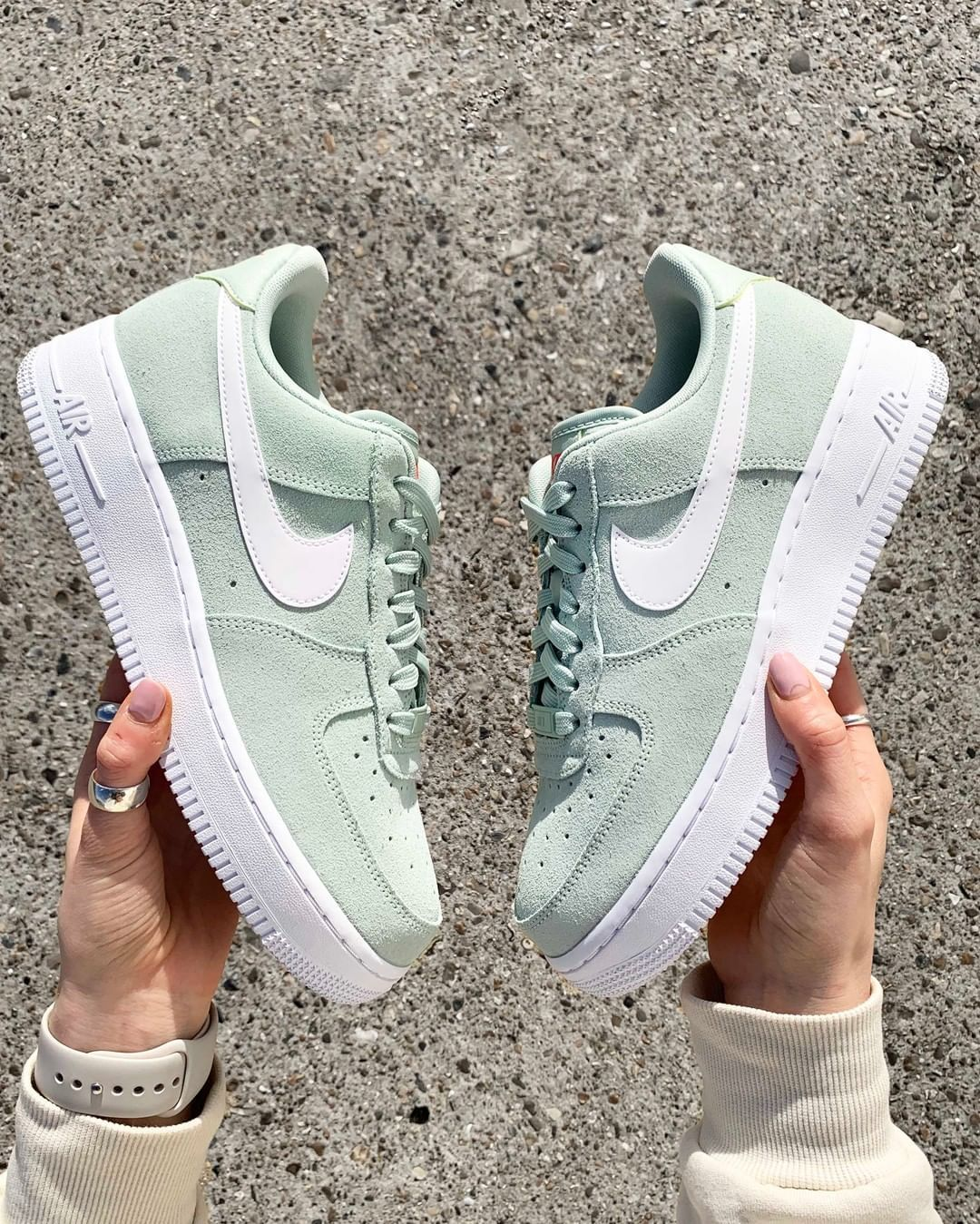 Nike Air Force 1 '07 LV8 Dames in 2020 | Custom nike shoes ...