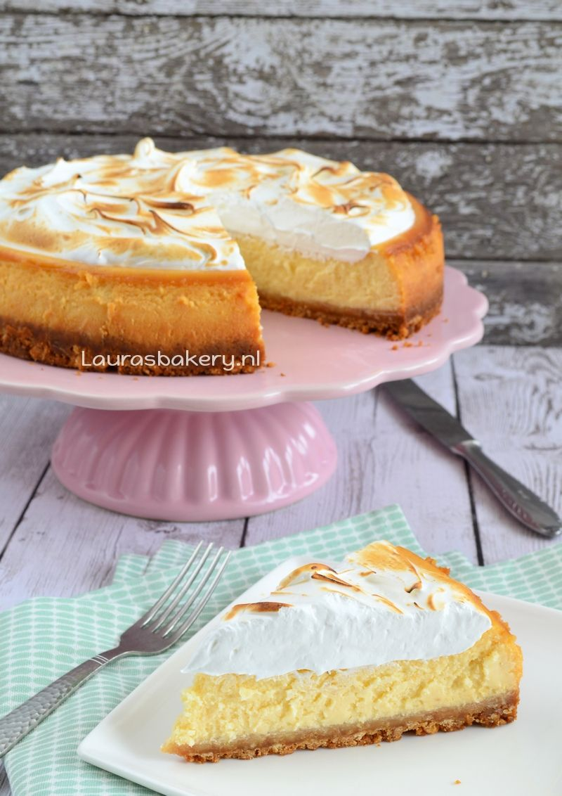 Lemon meringue cheesecake - Laura's Bakery #lemonmeringuecheesecake Lemon meringue cheesecake - Laura's Bakery #lemonmeringuecupcakes
