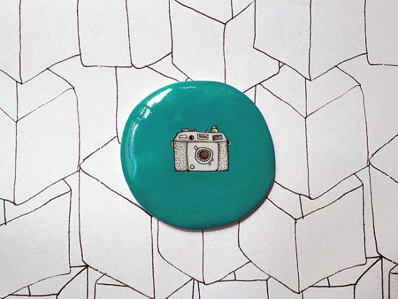 Camera Blue brooch $19 (€13)