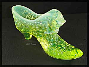 Fenton Glass Shoes Hallelujah, got one of these Vaseline glass beauties!
