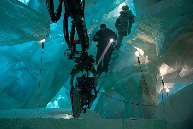 더 씽(The Thing, 2011), 살아있다면 의심하라 차가운 빙하 속에서 거대한 놈이 깨어났다! 빙하 속 괴생명체 SF, 스릴러 영화 '더 씽(The Thing, 2011)' 지금 비플릭스 무료영화로 만나보실 수 있습니다. 명작 <괴물>의 프리퀄 작품입니다. 작가 허지웅씨가 평점 7점에 나름 후한 점수를 주었군요. <괴물>은 이미 1982년 개봉을 한..