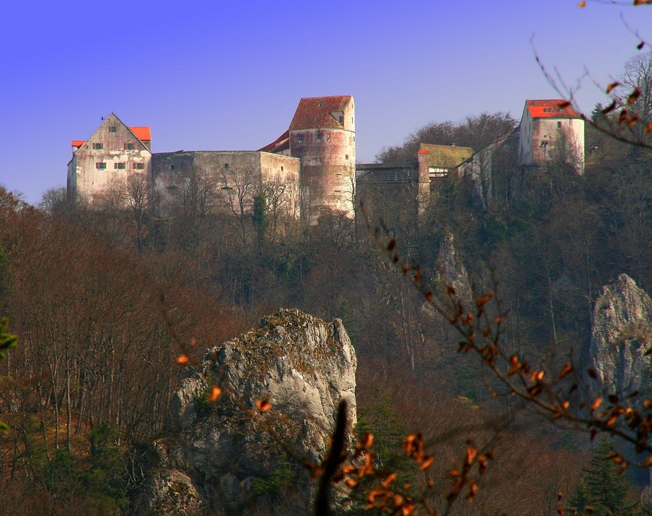 Burg Wildenstein über dem oberen Donautal einst