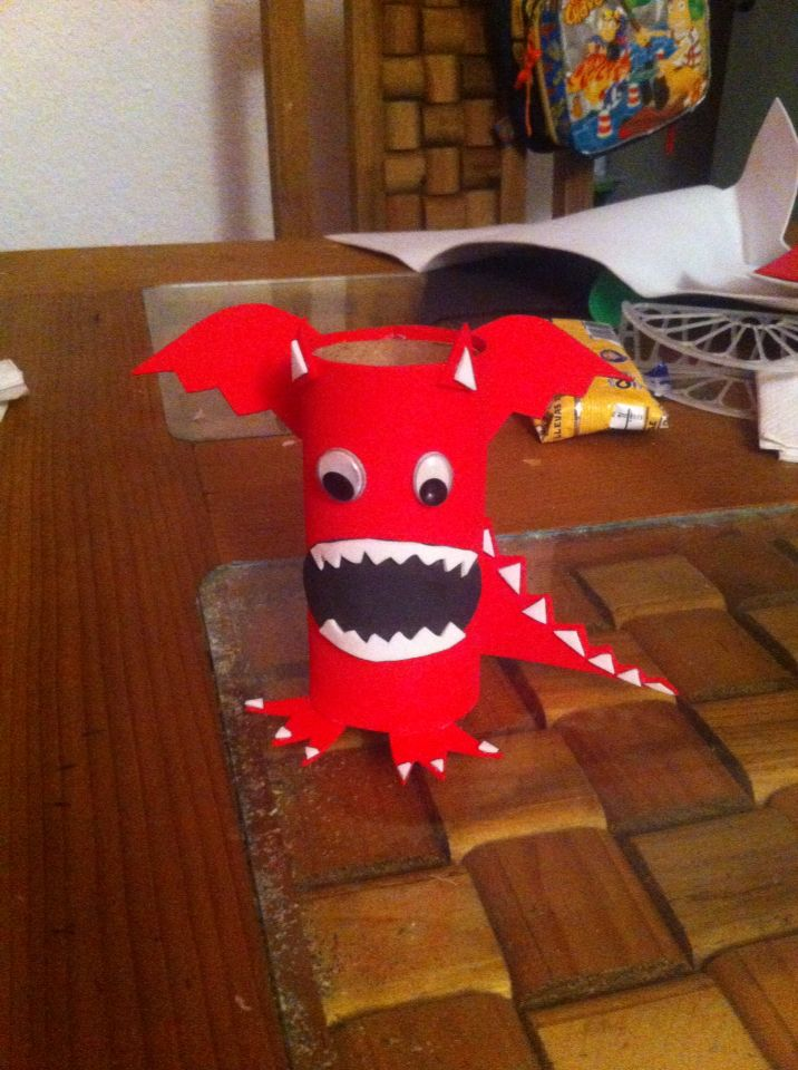 Dragon En Un Rollo De Papel Higienico Manualidades Dragones Rollos De Papel Higienico
