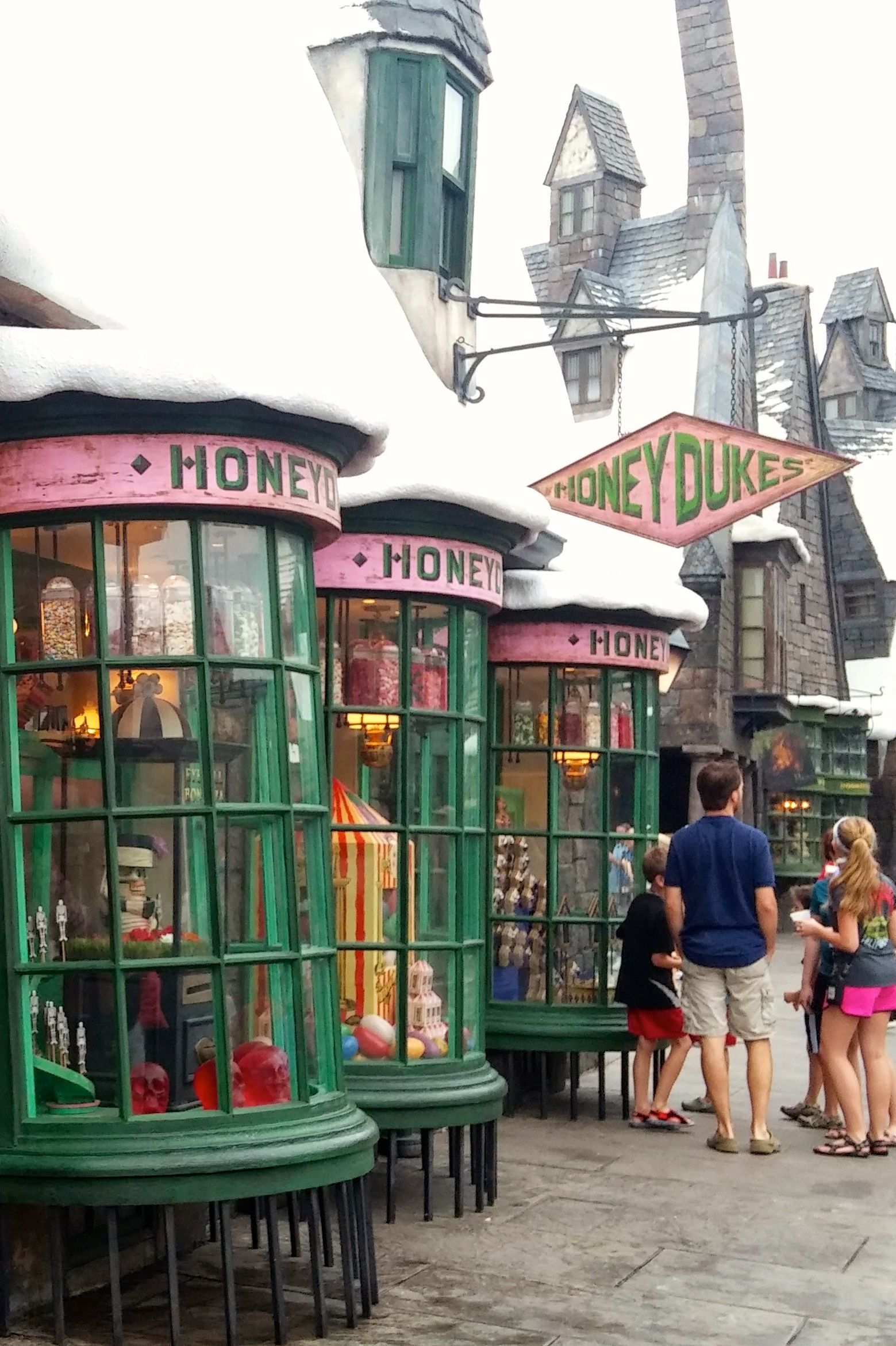 About Harry Potter Shop Includes interactive stories, games, original online features, Classic Looney Tunes cartoons, and specials for upcoming and current movies, such as .