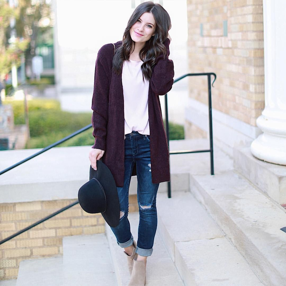 "491 Me gusta, 22 comentarios - Michelle (@mrs.simplylovely) en Instagram: ""Cardigans are my favorite 💗But these dark ripped jeans are an easy tie! They fit like a glove & are…"""