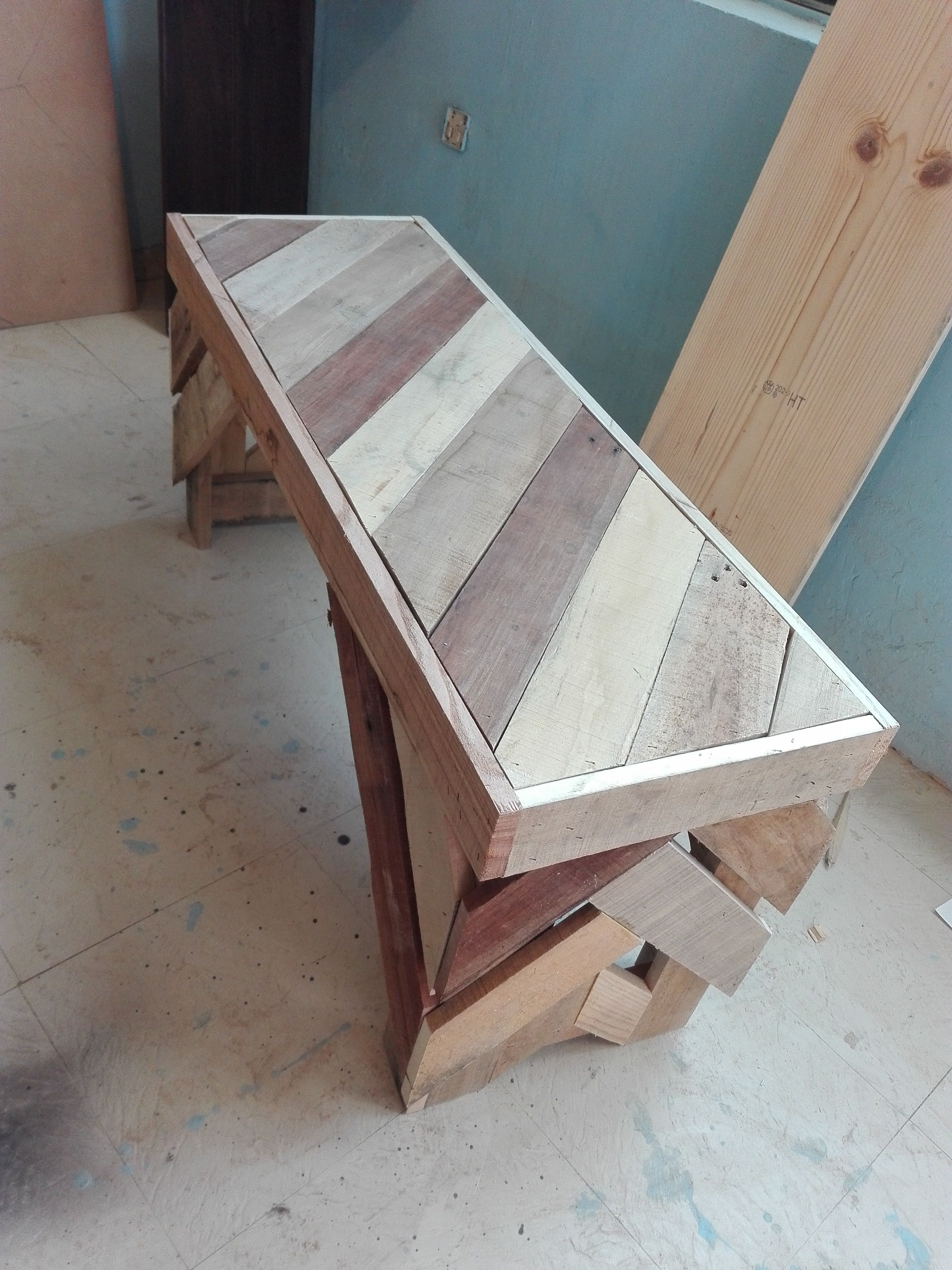 Outdoor PalletBench RecyclingWoodPallets This simple Diagonal Pallet