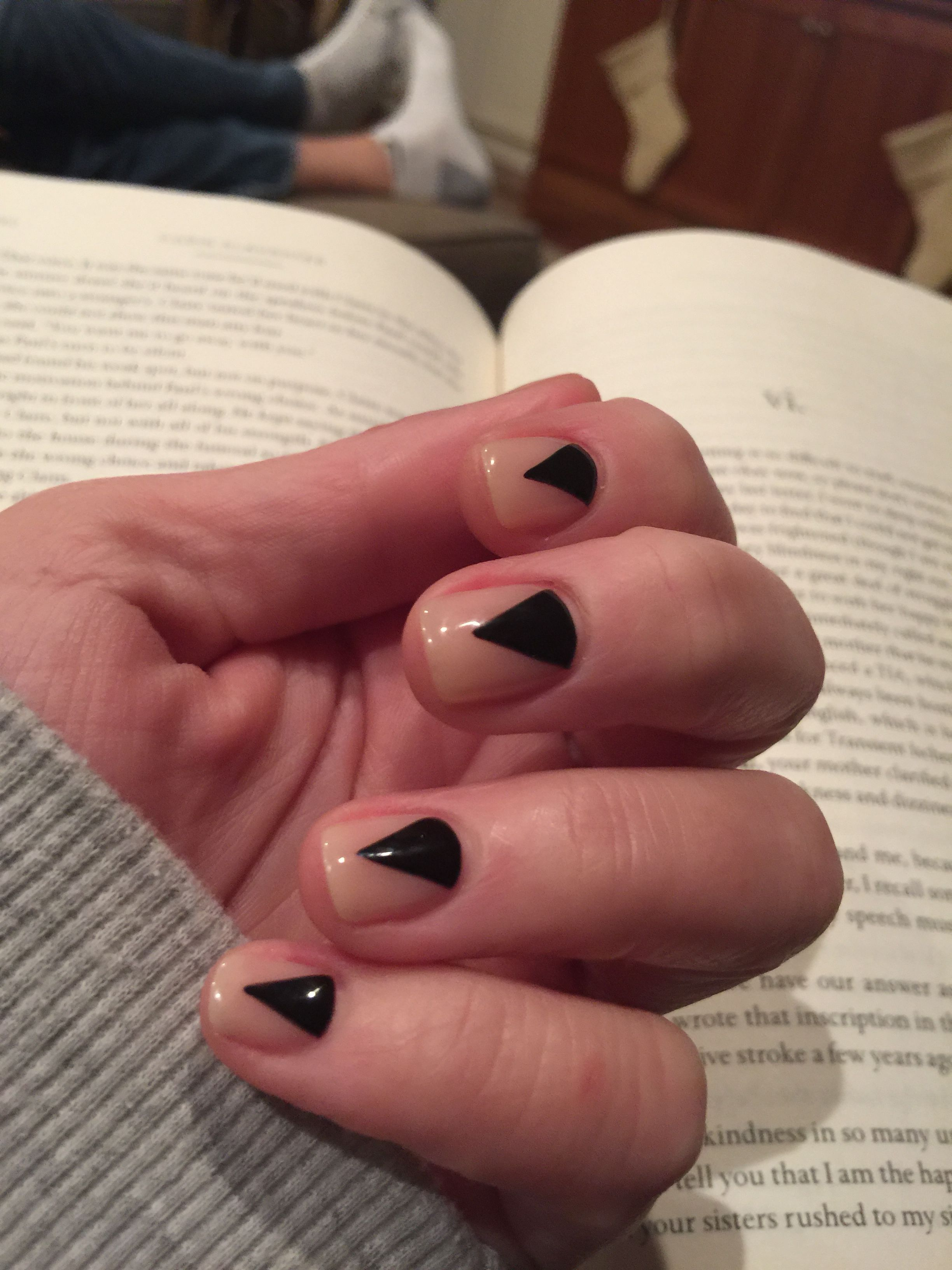 Edgy, minimalist manicure. Loving it!! | Hmmmm | Pinterest ...