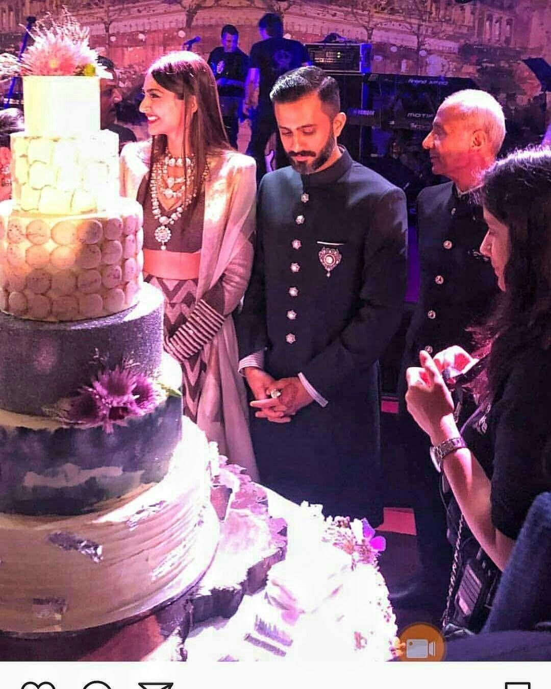 Wedding Cake Of Sonam Ahuja Indian Bridal Fashion Celebrity Weddings Sonam Kapoor Wedding