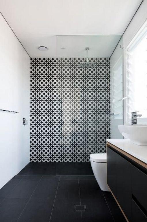 Une salle de bain minimaliste mise en valeur par une belle mosa que decoration noiretblanc - Une belle salle de bain ...