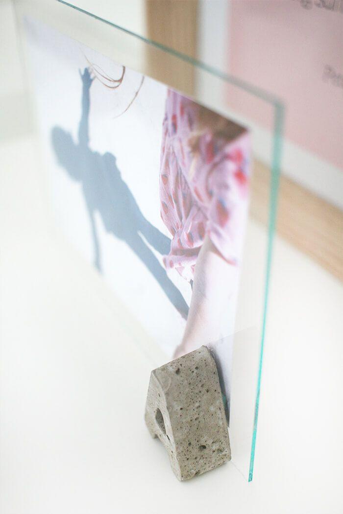 Unterschiedlich DIY: Bilderrahmen aus Betonbuchstaben und Glasscheibe basteln SN17