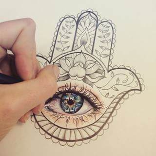 Love the eye in this hand of Fatima