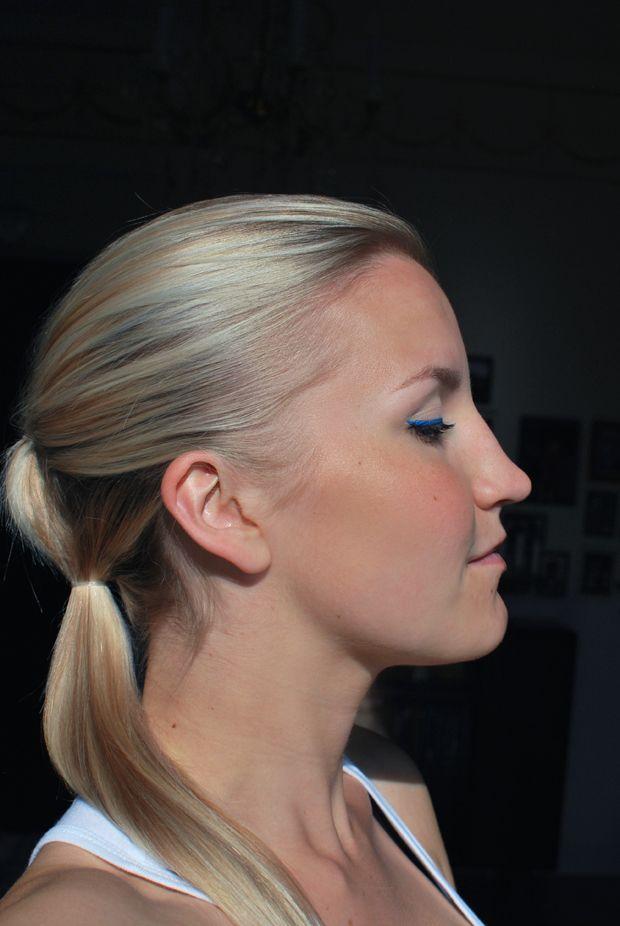 blue eyeliner & douple ponytail
