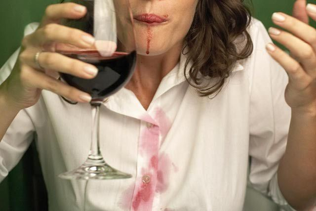 How To Easily Remove Red Wine Stains From Clothing Life Hacks Every Girl Should Know Red Wine Stains Wine Stains