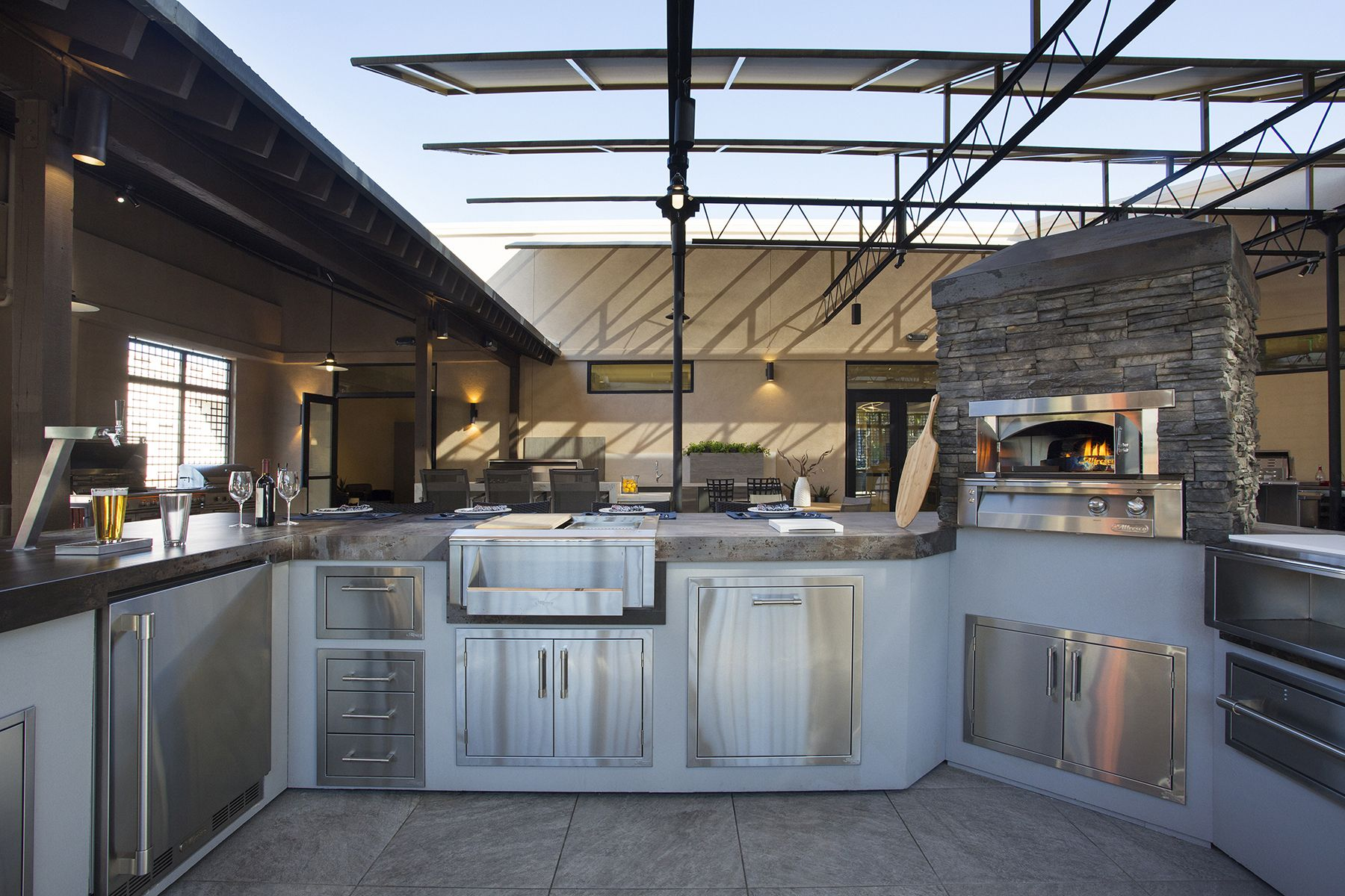 Alfresco Outdoor Kitchen With Alxe Grill Accessories And Pizza Oven Plus Outdoor Kitchen Outdoor Kitchen Bars Alfresco