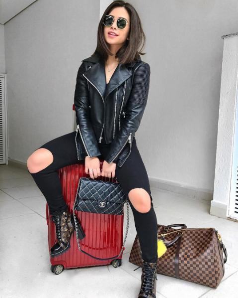 9e132f15b Flavia Pavanelli linda em look total black com jaqueta de couro clássica  Patricia Motta!
