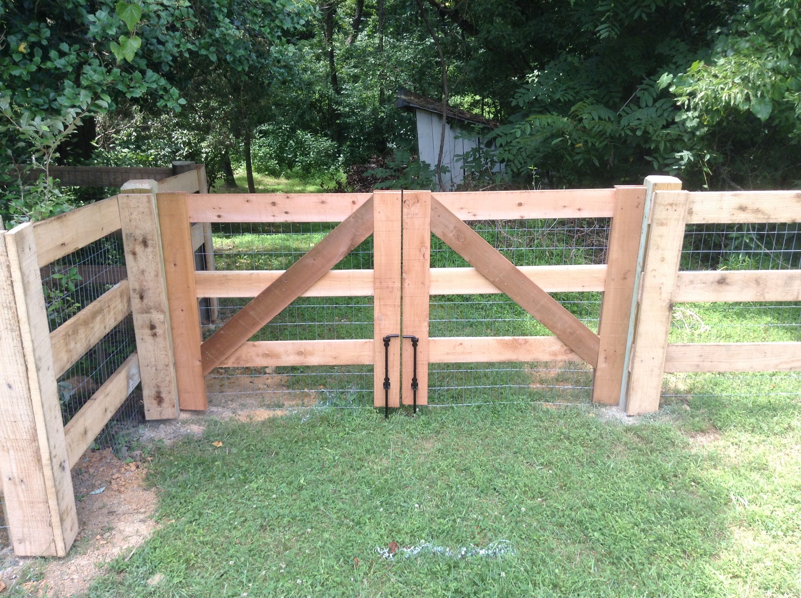 Horse Board Double Gate Paddock Horse Board Pasture Fence Designs Fence Posts Are Made Of Treated Pine Fence Gate Design Wood Fence Design Farm Fence Gate