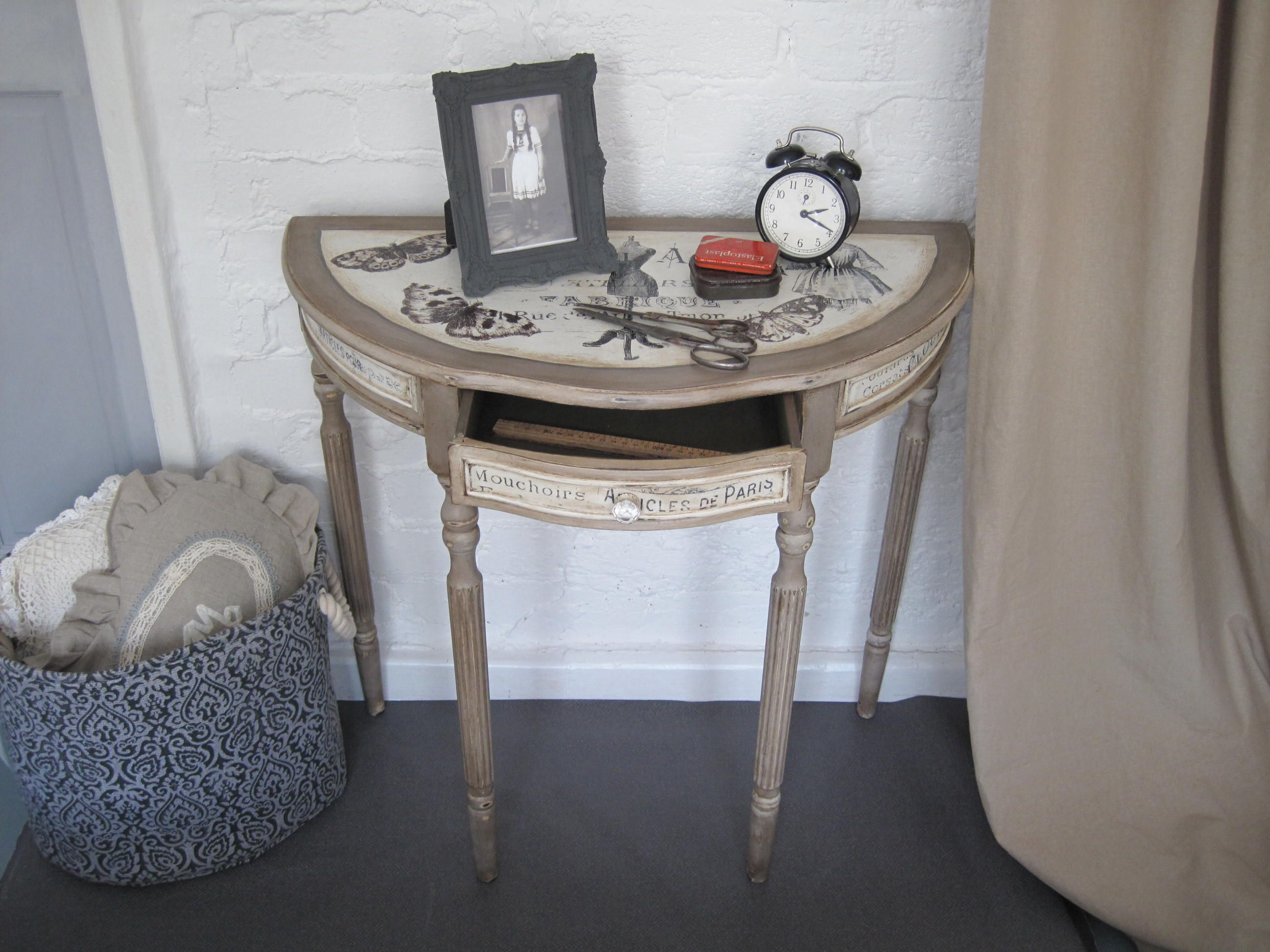 Hand Painted U0027Forme De Robeu0027 Half Moon Console Table, Shabby Chic Style.