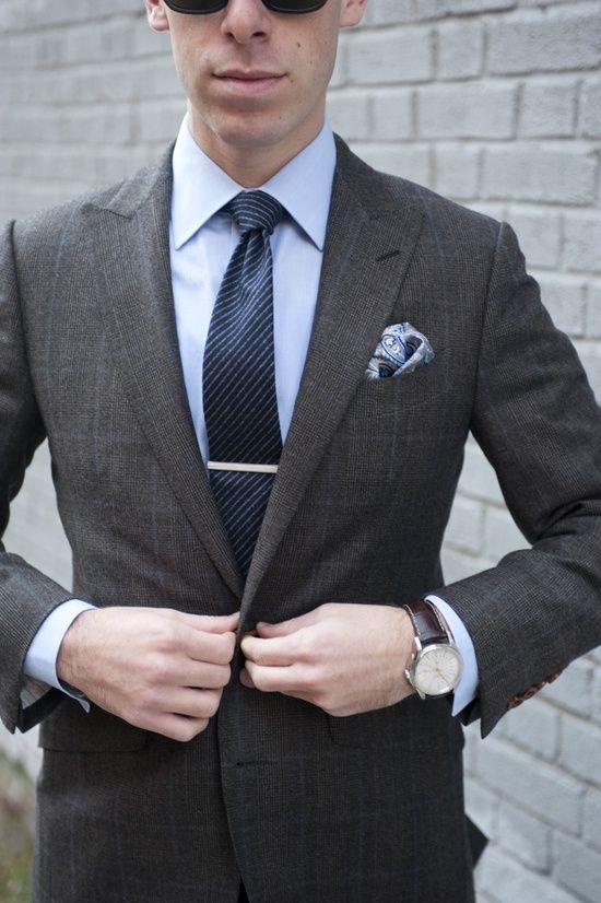37ae833adf3cf Une hésitation pour vous habiller chic ou pour le travail ? Le combo  costume gris, #chemise bleue claire fonctionne toujours à merveille ! #BAM  #style