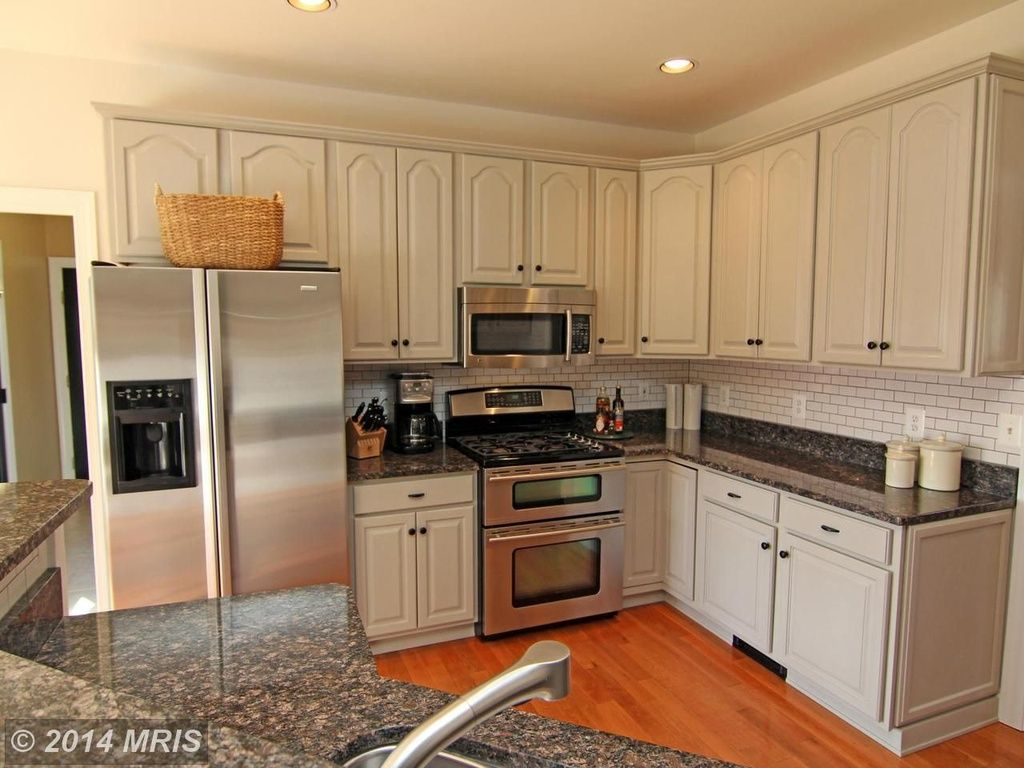 Best Traditional Kitchen With Complex Granite Counters L 400 x 300