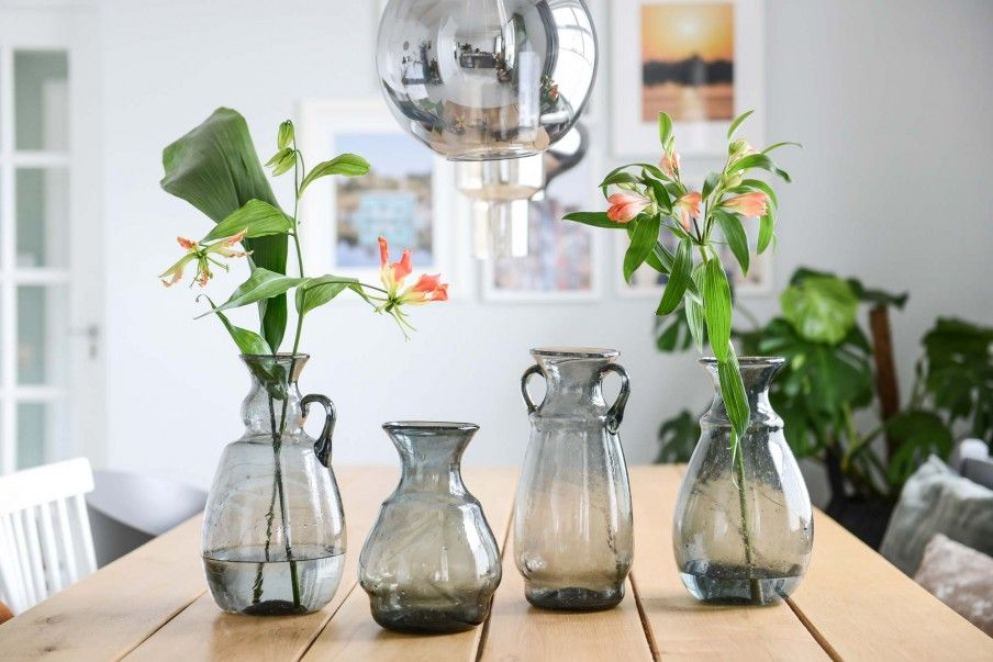 Mondgeblazen duurzame glazen vazen uit Caïro door Binti Home | vtwonen.nl