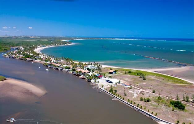 Praia de Toquinho - Ipojuca  É considerada uma área litorânea elitizada, por conta de seus condomínios de luxo fechados. O balneário recebeu esse nome devido a uma antiga fazenda de cocos, nos anos 1970, que possuía tocos de coqueiros.-Fica no Litoral Sul de PErnambuco-PE-Brasil