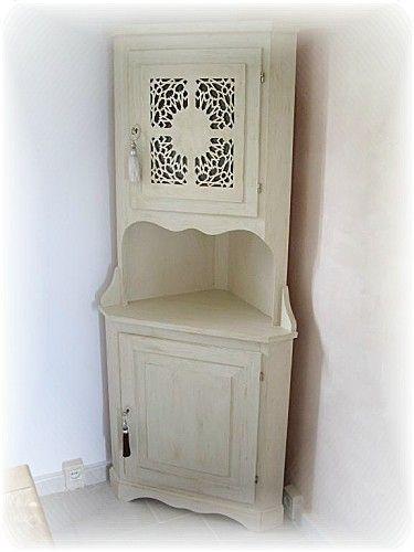 meuble repeint façon orientale avec son moucharabieh en carton by L
