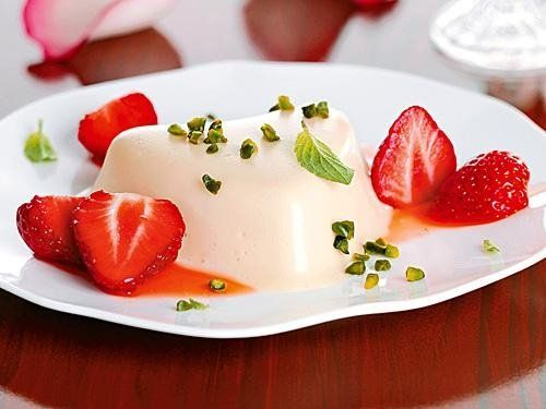 Mandelherz mit Erdbeeren -