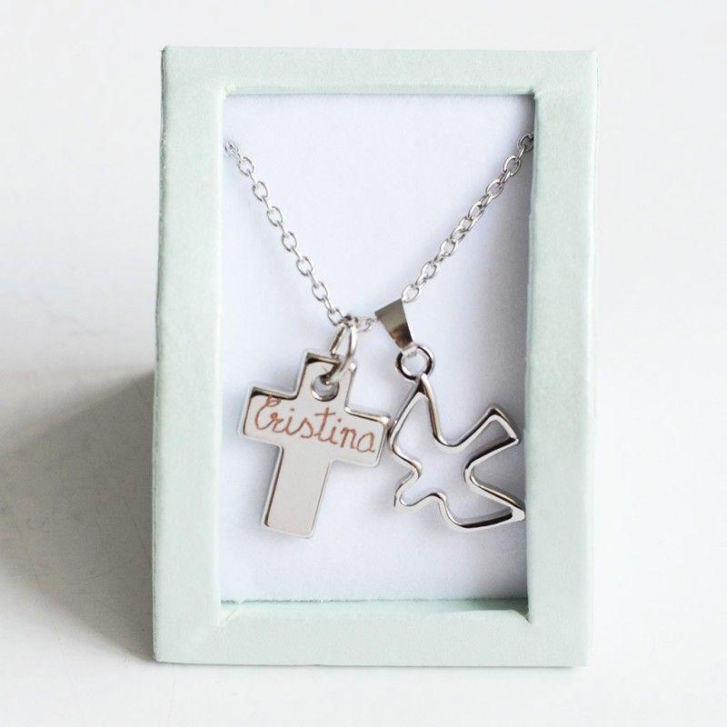 4b99cc4a0b1 Collar con paloma y cruz grabada. Un bonito collar para regalar a una niña  en