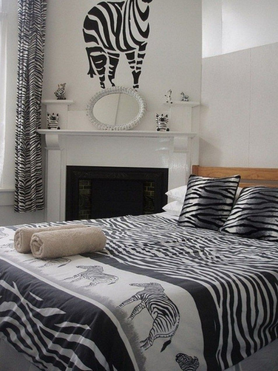Create A Gorgeous Room Bedroom Decorating Ideas In Leopard Print And Zebra Animal