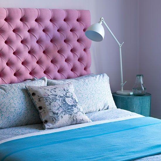 Lila Schlafzimmer mit rosa Kopfteil und \u2026 Wohnideen Living Ideas