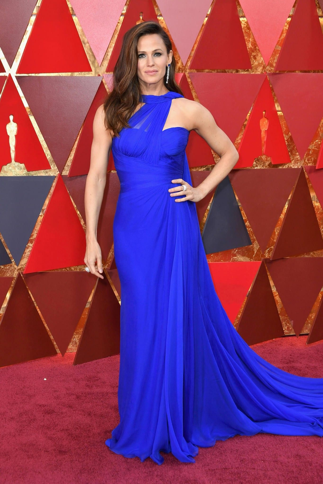 69 Red Carpet Babe Jennifer Garner wowed in a cobalt blue chiffon dress by Versace topped off with precious sapphire Pia jewelry her natural brunette