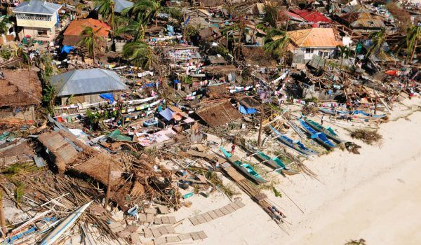 Cruise lines start to help with the huge crisis in the Philippines.