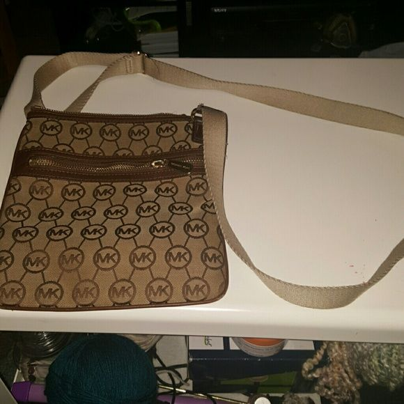 Authentic Michael Kors Crossbody / Shoulder Bag Authentic Michael Kors Shoulder Bag Cross over bag Crossbody bag Used a few times Tanish/beige Shows some use but looks great Still clean Great for the summer, walking around the city, &more light weight A lot of compartments Adjustable straps  $50 is my lowest I've dropped this from $90  Willing to bundle with other items for reasonable price Michael Kors Bags Shoulder Bags