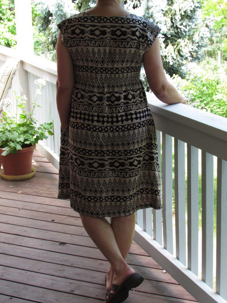 As part of May is for Makers, I bought the pattern for the Washi dress. Designed by Rae over at Made by Rae, this dress pattern has been around now for several years. For no particular reason, I ha…