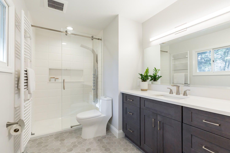 En Suite Master Bathroom Walk In Shower With Glass Enclosure Shaker Vanity Cabinets Frameles Bathroom Renovation Shower Bathroom Ideas Uk Shower Renovation