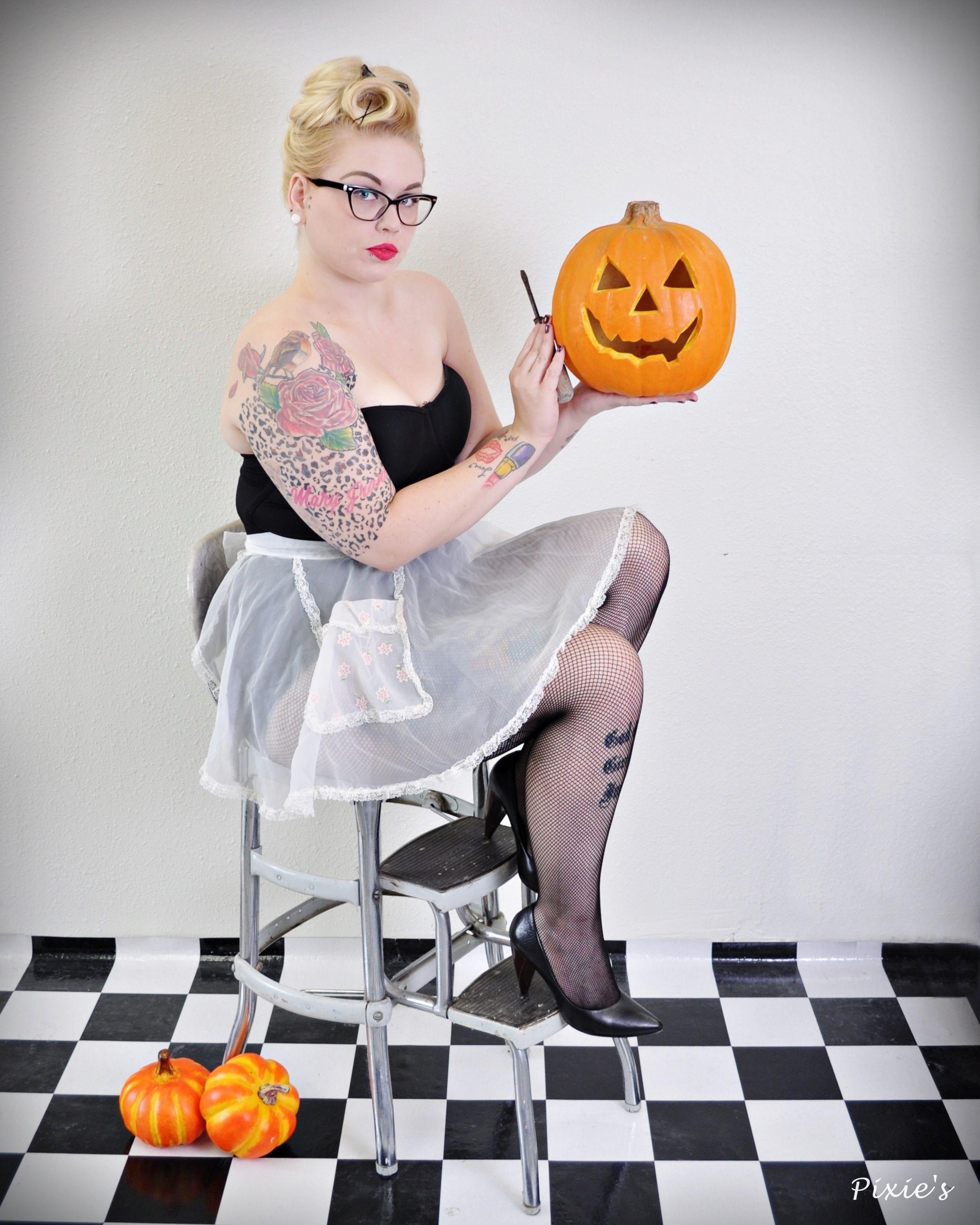Halloween PinUp Photo: Pixie's PinUps Model: Lela Lightbulb